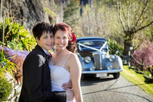 Jess and Kate Lawrence were the lucky winners of the DNA Gay Ski Week's 'Gay Winter Wedding' competition, run in association with the Queenstown Wedding Association.