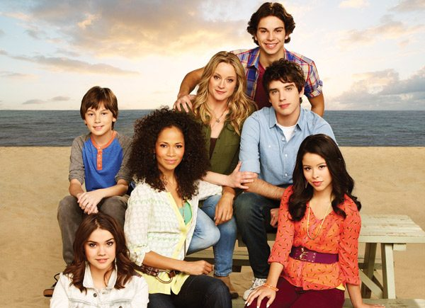 web_cover_thefosters_cast_credit_andrew-eccles-abcyfamily